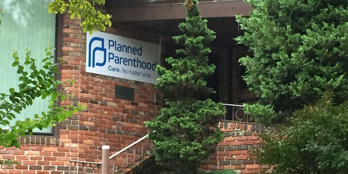 Federal warning over Planned Parenthood defunding and debate heats up over proposed gun law