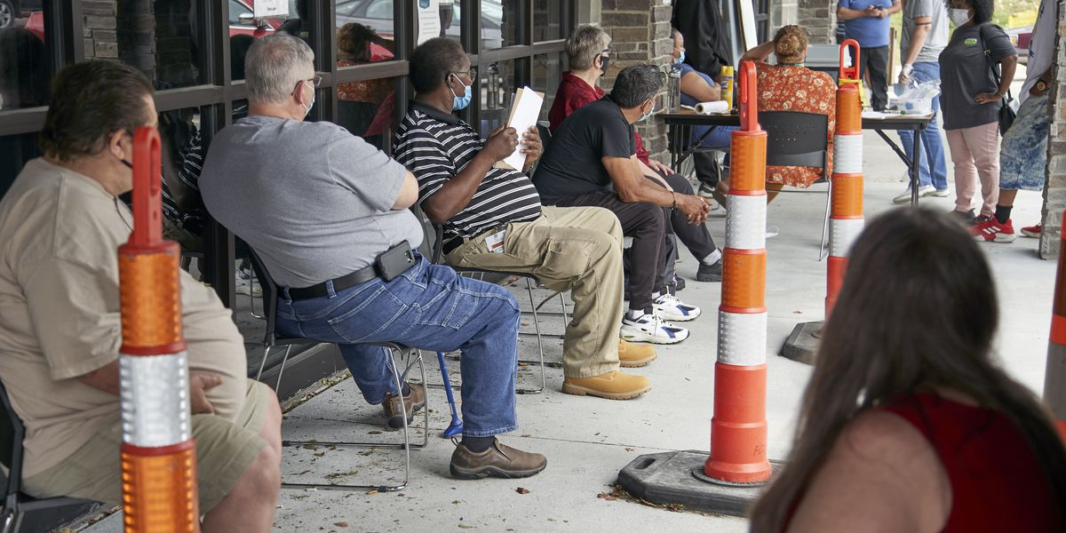 US jobless claims fall to 751,000