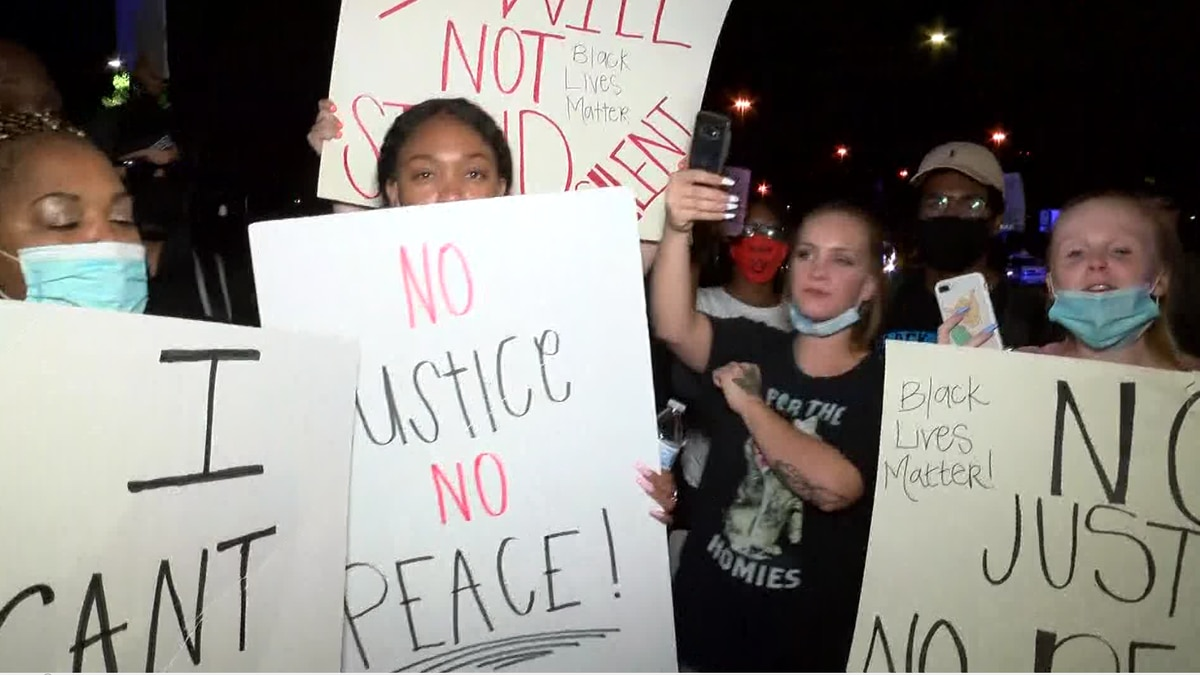 UPDATE: 20 protesters arrested in Hoover late Saturday night