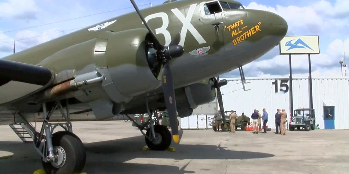 World War II vet takes flight in Birmingham on vintage airplane