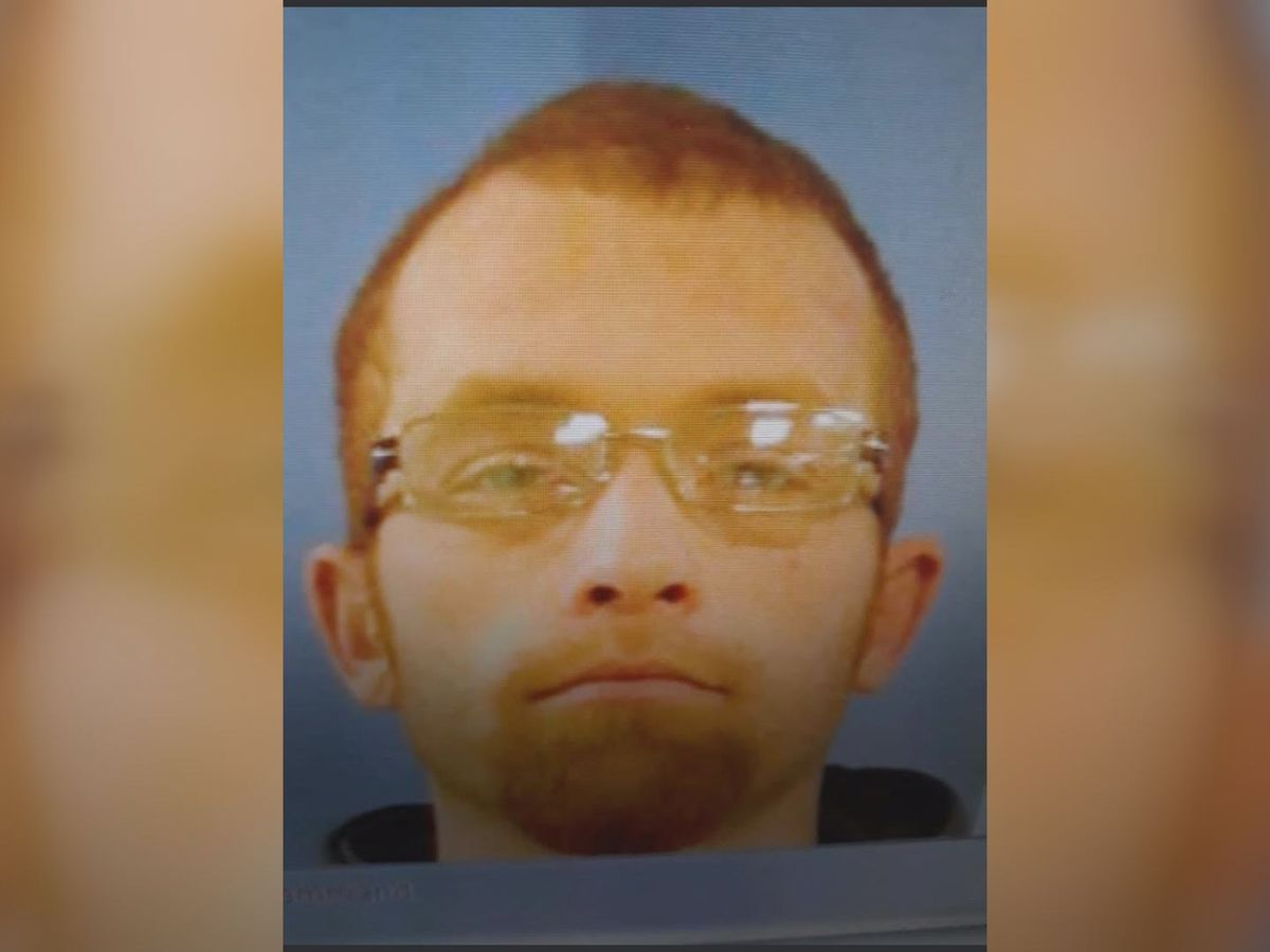 Sheriff: Manhunt underway after two-year-old found dead in abandoned truck in Scott County