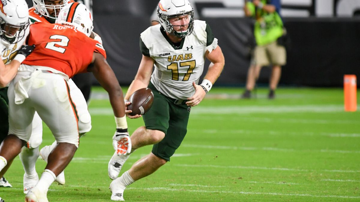 UAB quarterback Tyler Johnston III out with shoulder injury