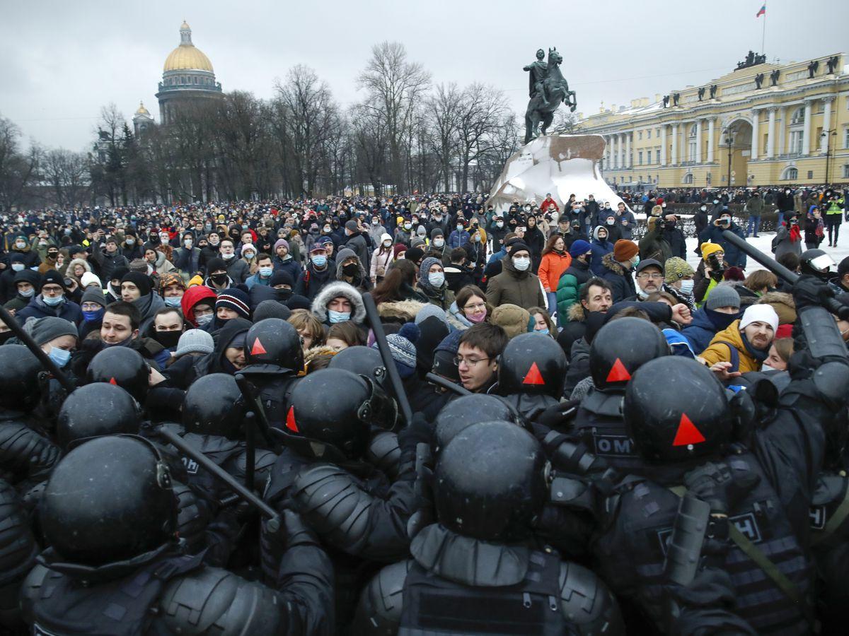 2,100 arrested at protests demanding Navalny's release