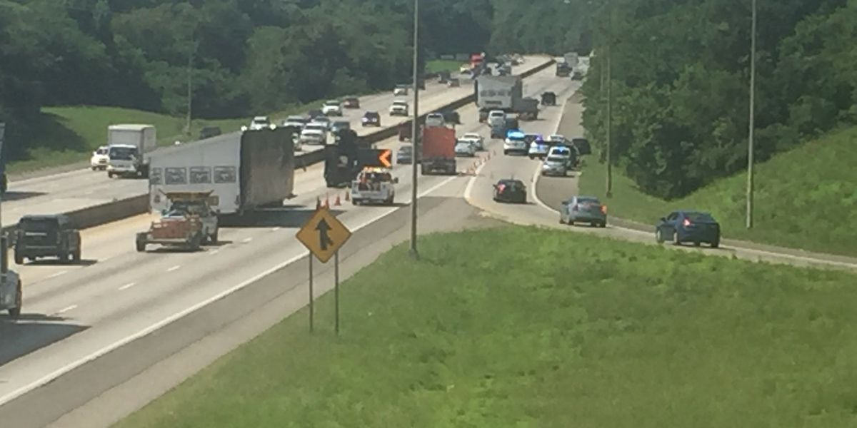 1 lane of I-65 SB closed as police respond to overdose
