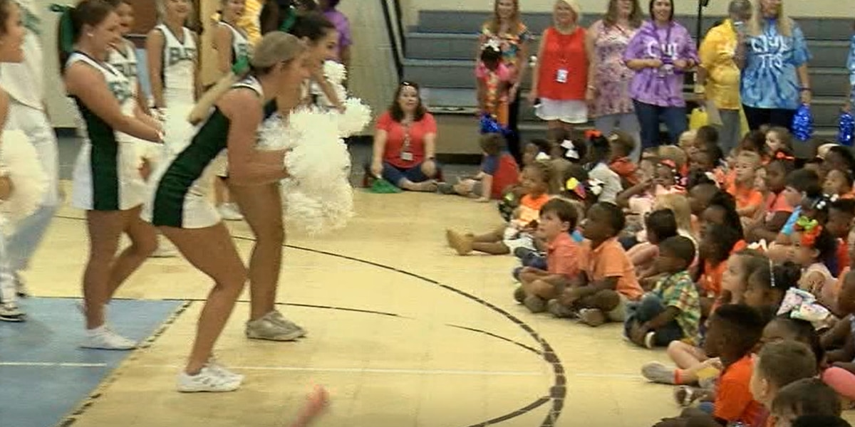 Taylorville primary hosts back to school rally