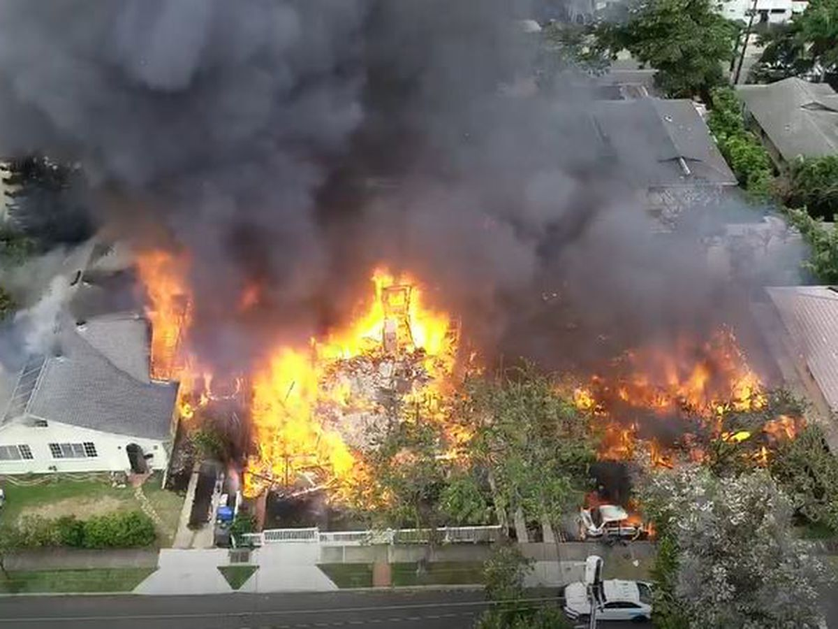 Man facing eviction fatally shot 2 Honolulu officers before blaze destroyed 7 homes