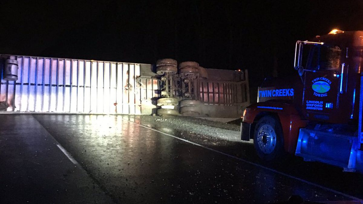 1 I-20 WB lane open in overturned 18-wheeler wreck