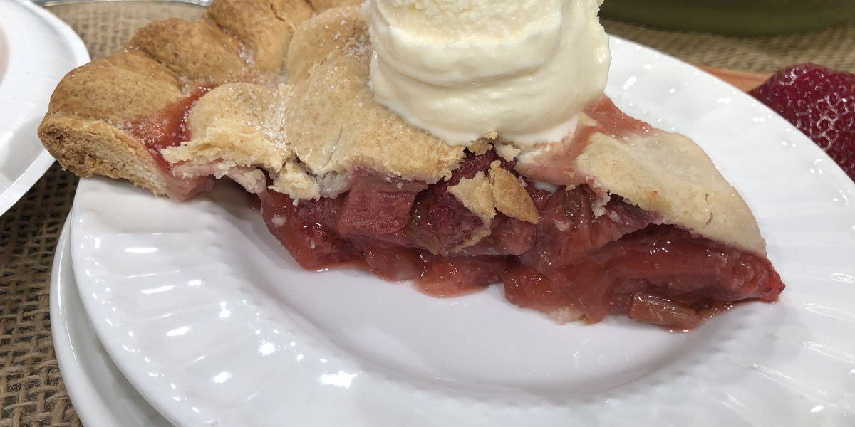 Grits and Gouda: Shortcut strawberry rhubarb pie