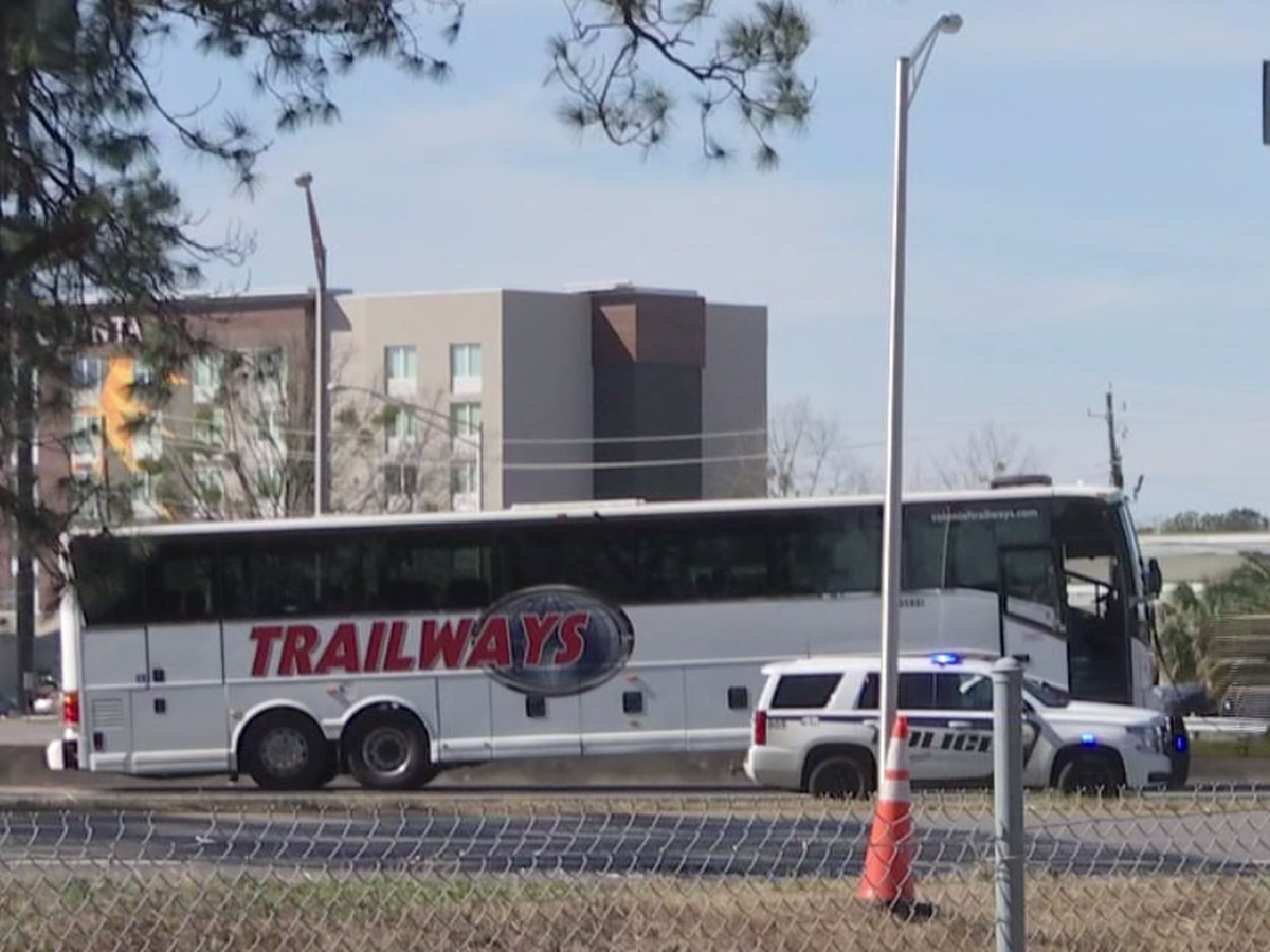 Buses taking players to Senior Bowl practice involved in minor accident