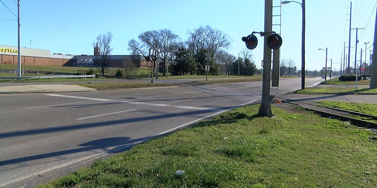 Gadsden railroad crossing to be repaired when weather allows