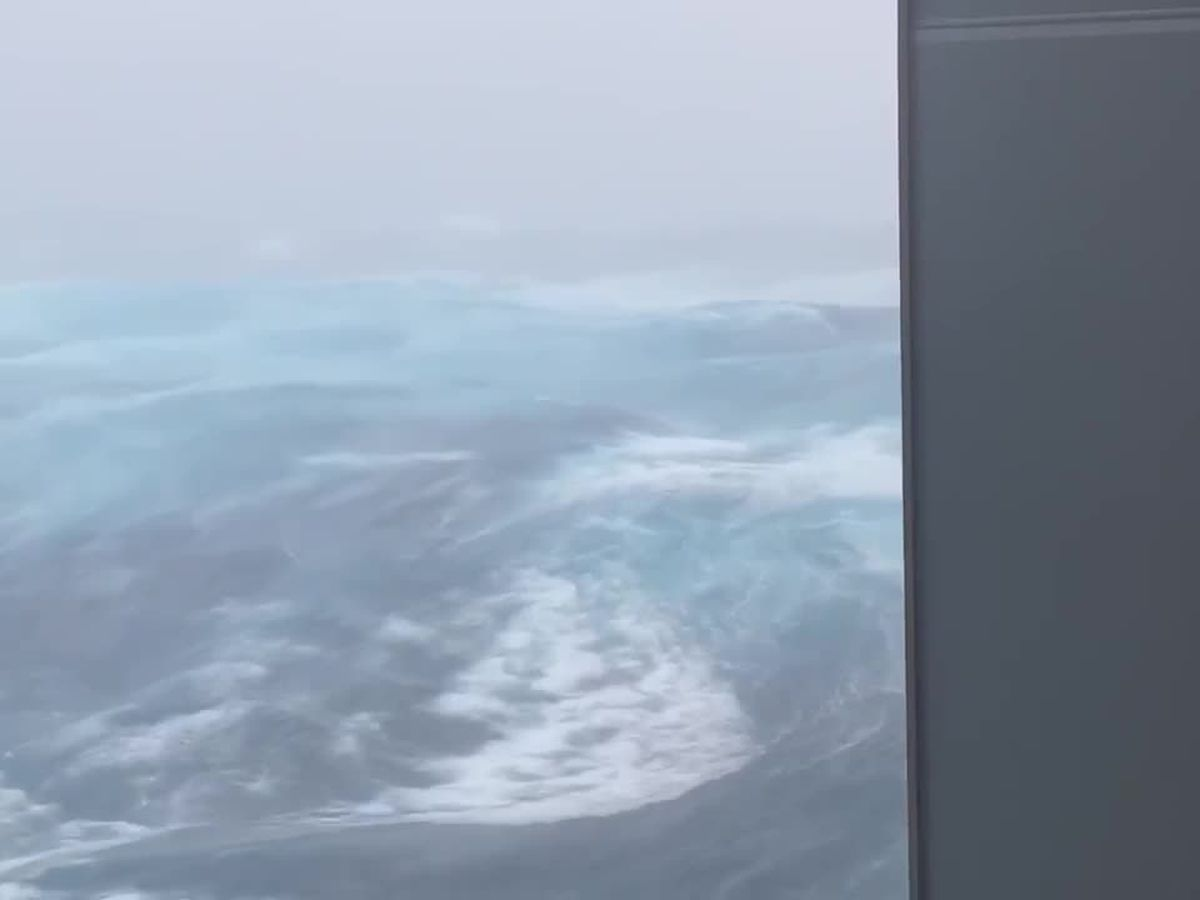 Video from oil rig shows 50-foot waves in Gulf during Hurricane Zeta
