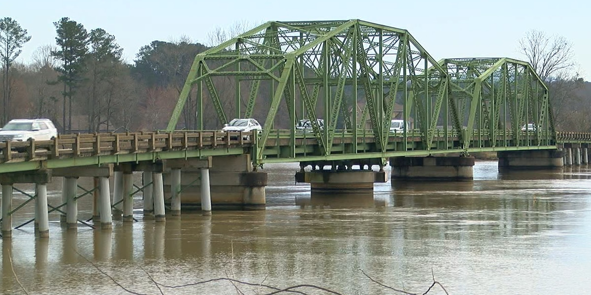 Petitions seek new bridge in Southside