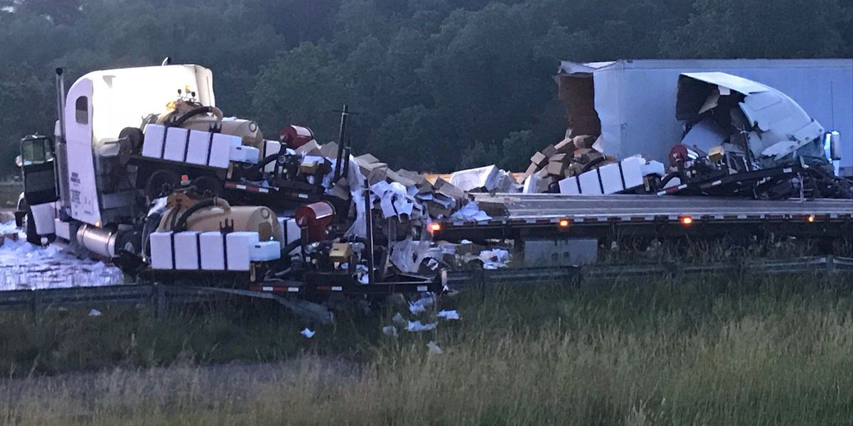 Wreck involving 2 18-wheelers causing delays on I-22