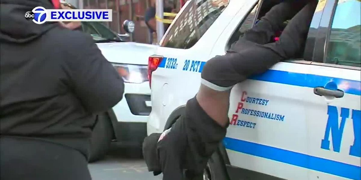 Watch: Man escapes police car in handcuffs