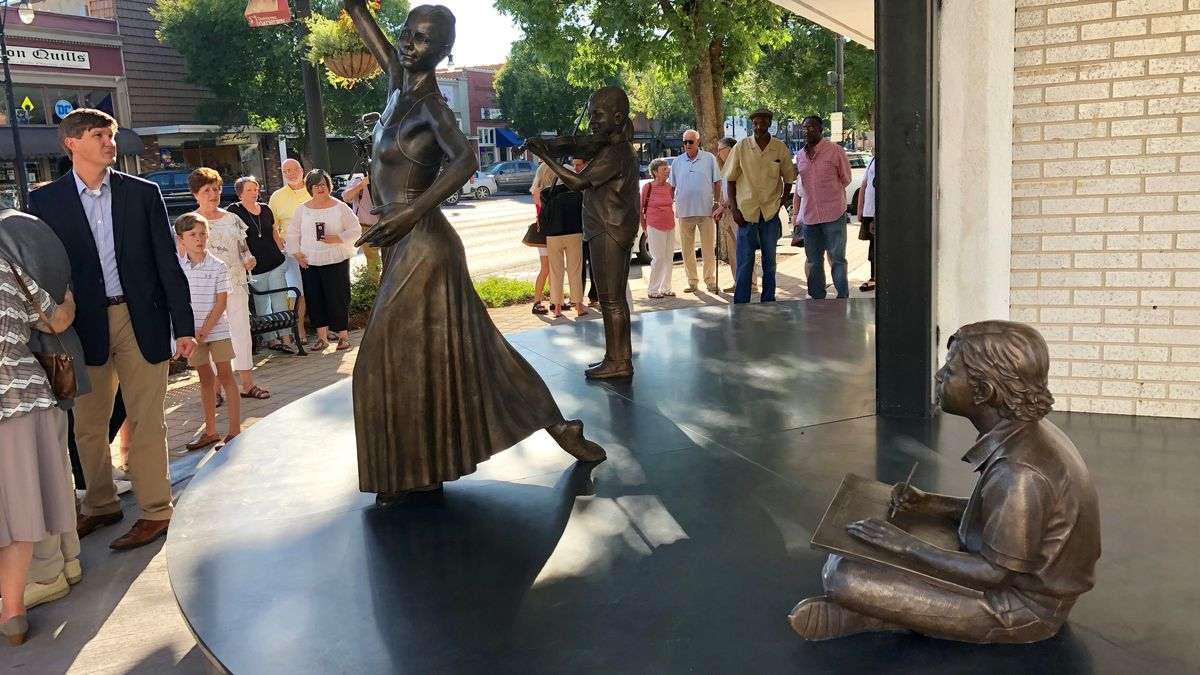 A sculpture to commemorate the arts unveiled in downtown Gadsden