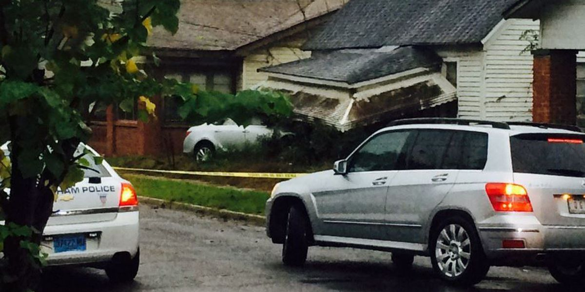 Man dies after being shot and crashing car into vacant house