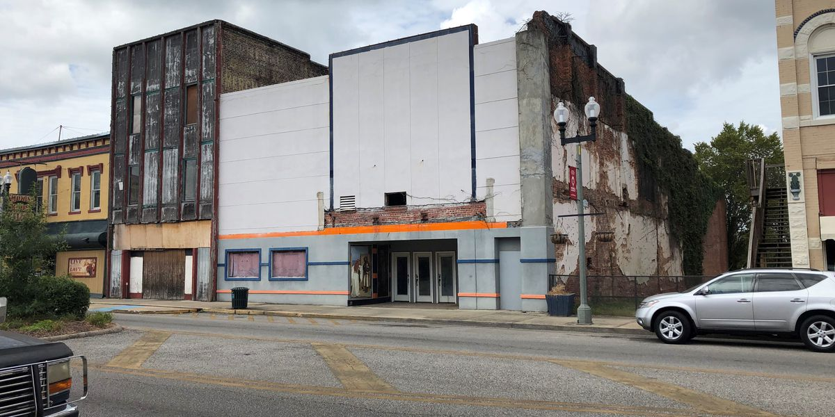 Volunteers plan cleanup day for Calhoun Theater in Anniston