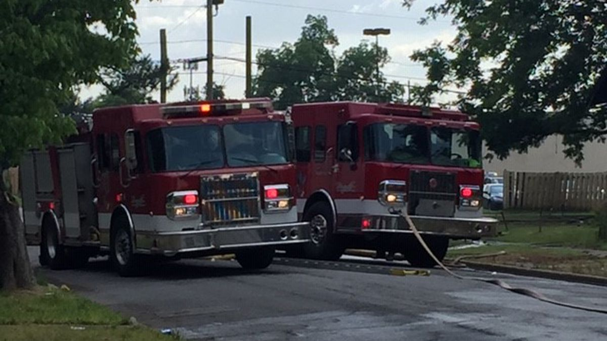 Firefighter suffers minor injuries while fighting house fire