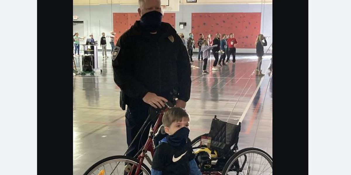 Homewood Officer gets little boy's bike repaired