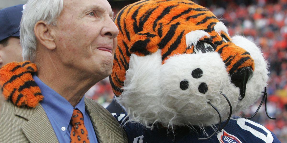 Legendary Auburn coach Pat Dye dies