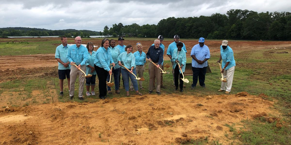 Lincoln officials hold groundbreaking on fishing park