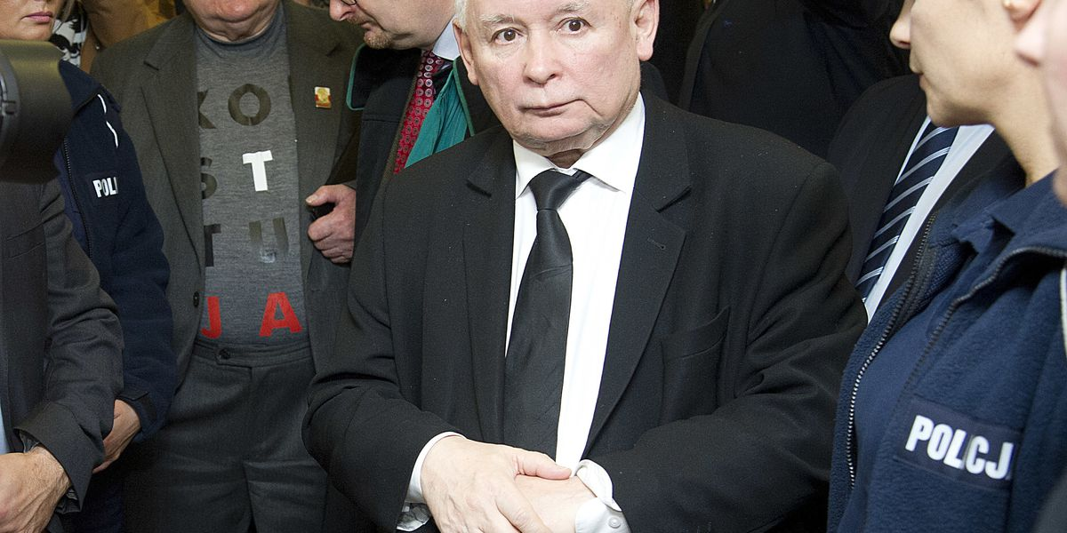 Poland's Walesa must apologize to rival in slander case