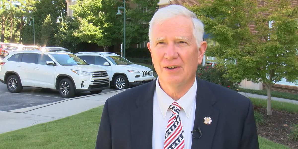 Congressman Mo Brooks makes face shields for health care workers