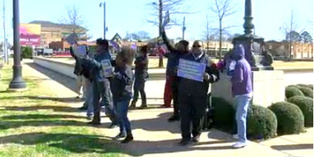 Federal workers across central Alabama rally against government shutdown