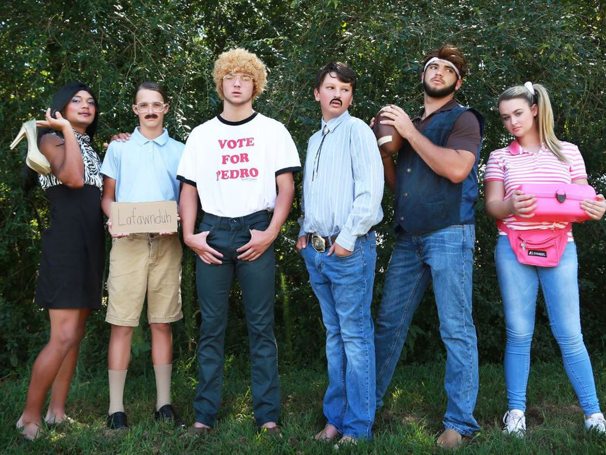 Students recreate 'Napoleon Dynamite' for iconic homecoming photos