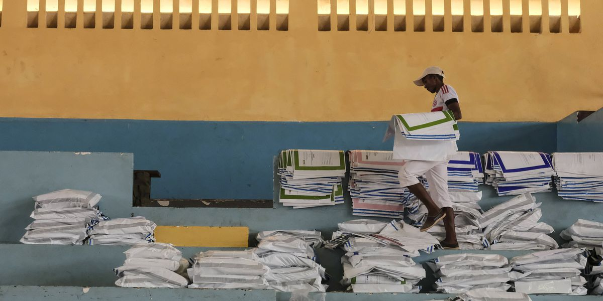 2 ex-presidents lead as votes counted in Madagascar election