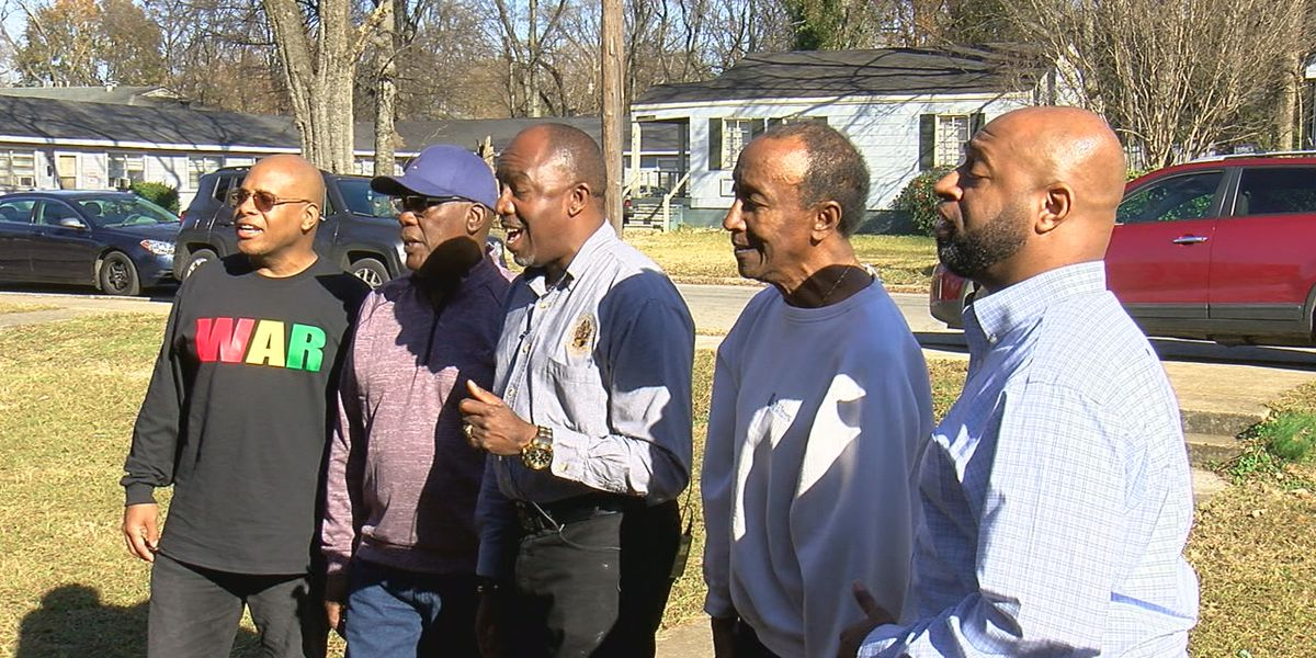 Church group donates Thanksgiving basket to Cupcake McKinney's family
