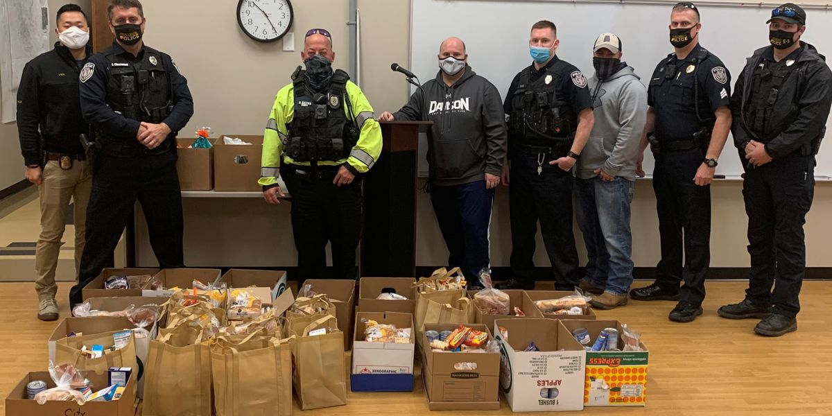 Cullman Police officers deliver Thanksgiving meals to families