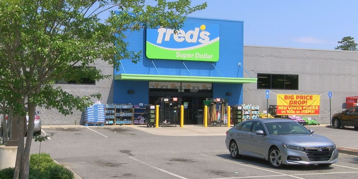Fred's files for bankruptcy, to shut down