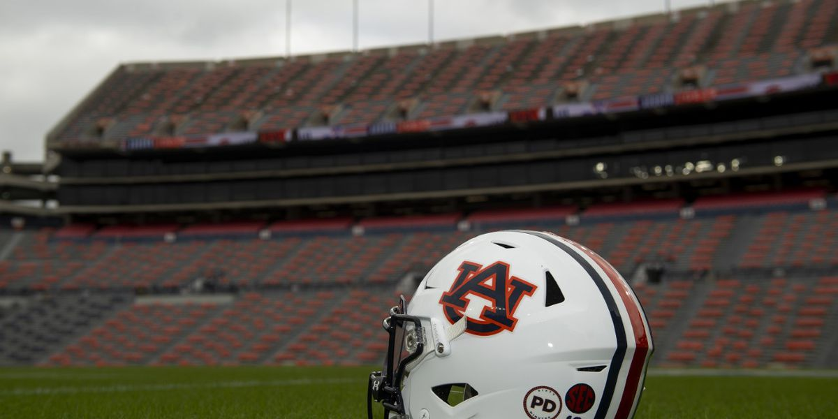 Auburn football team will wear helmet stickers to honor Coach Pat Dye