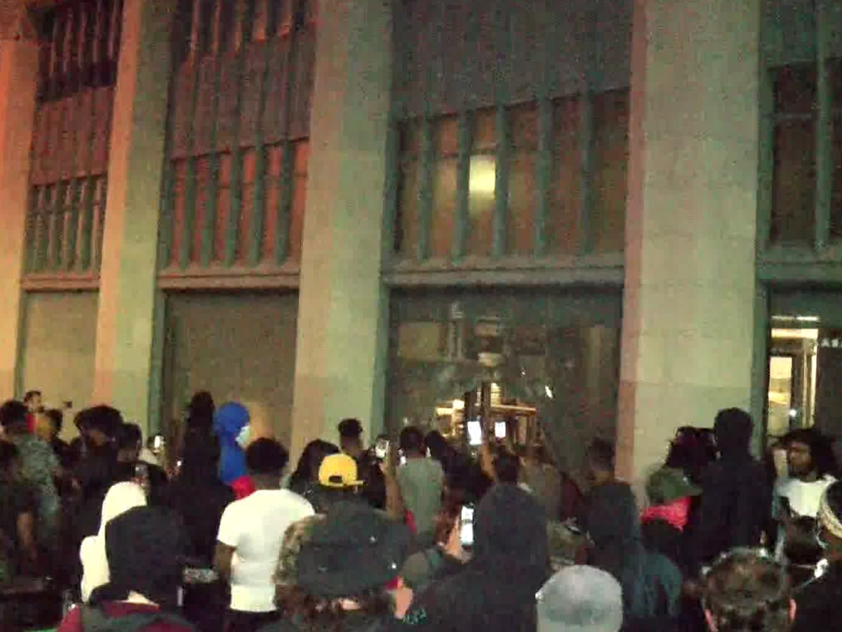 Protesters smash windows, break into Alabama Power Museum, take swing at WBRC FOX6 News crew