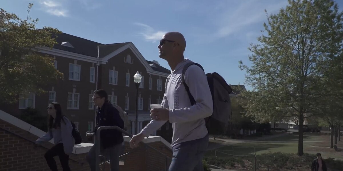 Legendary Braves pitcher Tim Hudson returns to Auburn to complete degree