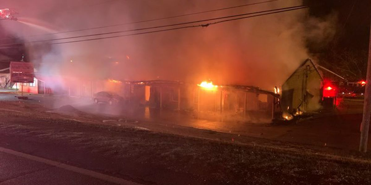 Overnight apartment fire in Cottondale leaves 1 injured