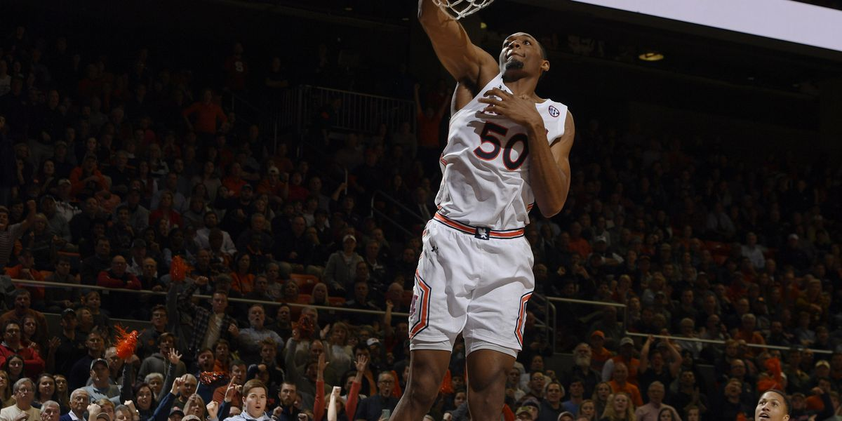 #5 Auburn beats Georgia 82-60 to stay perfect (15-0) on the season