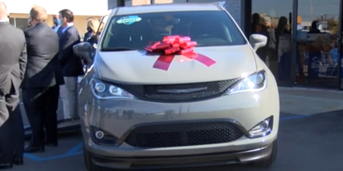 Injured Montgomery officer's family gets keys to new van
