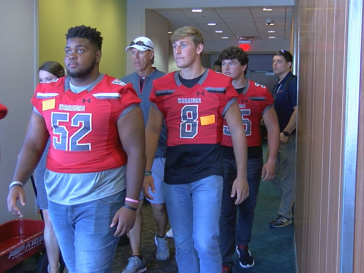 Thompson Warriors football team visits Children's Hospital