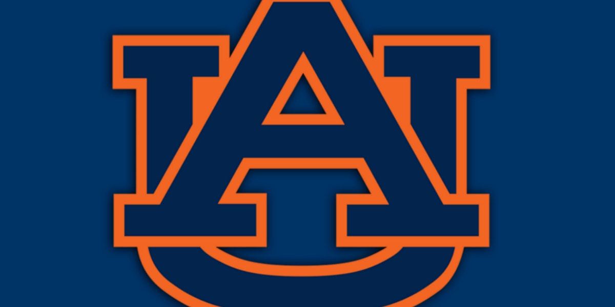 Auburn hires Kenny Dillingham as new OC, QB coach