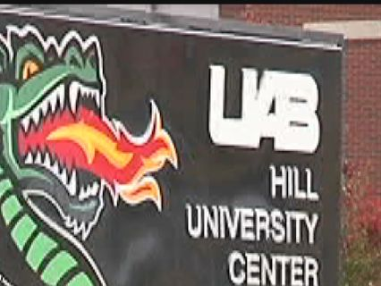 Who isn't required to live on campus at UAB freshman year?