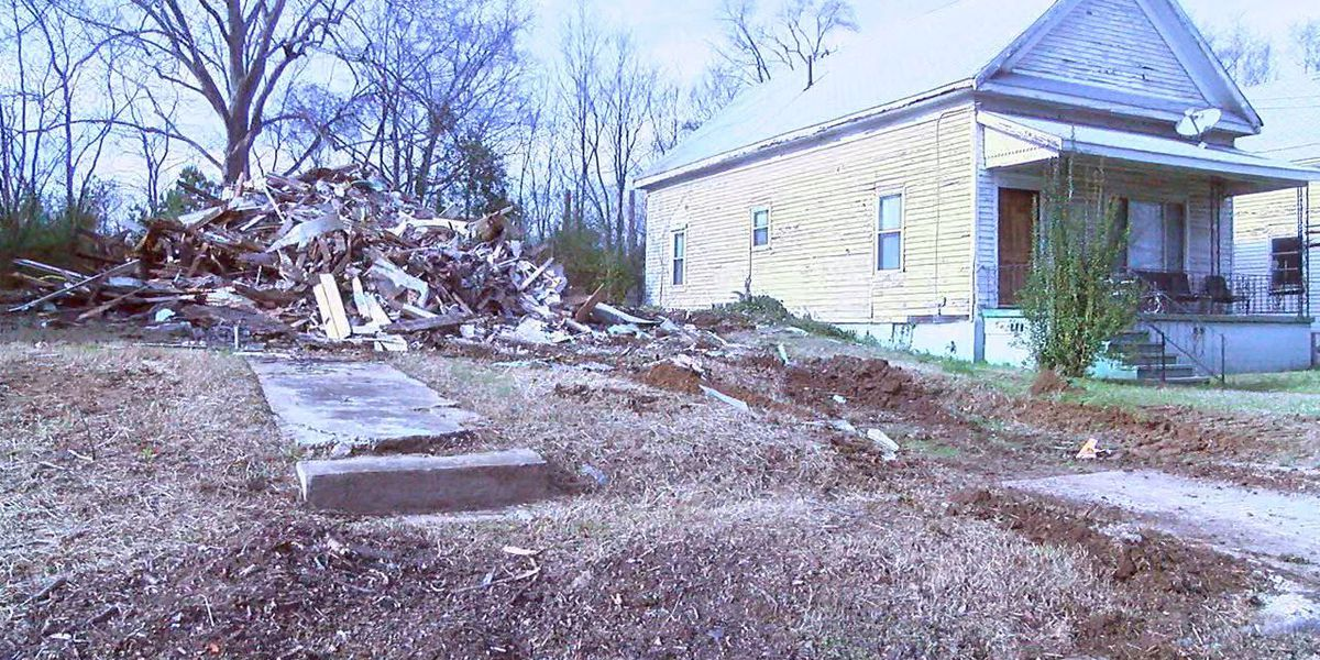 Vacant home collapses, city official visits neighbor