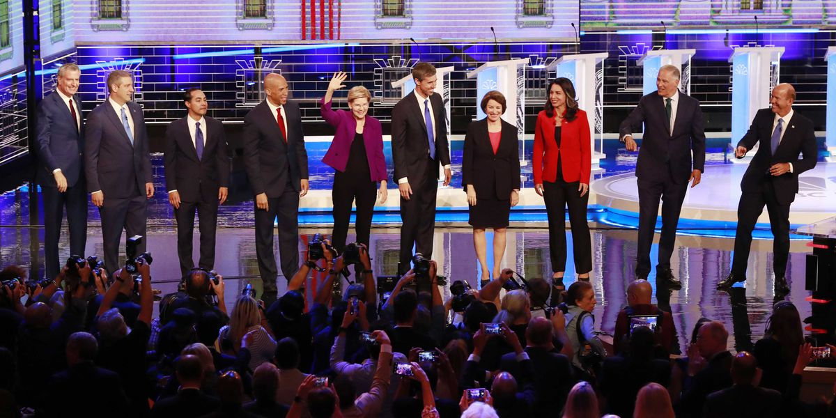 Democrats clash over health insurance, economy in 2020′s opening debate