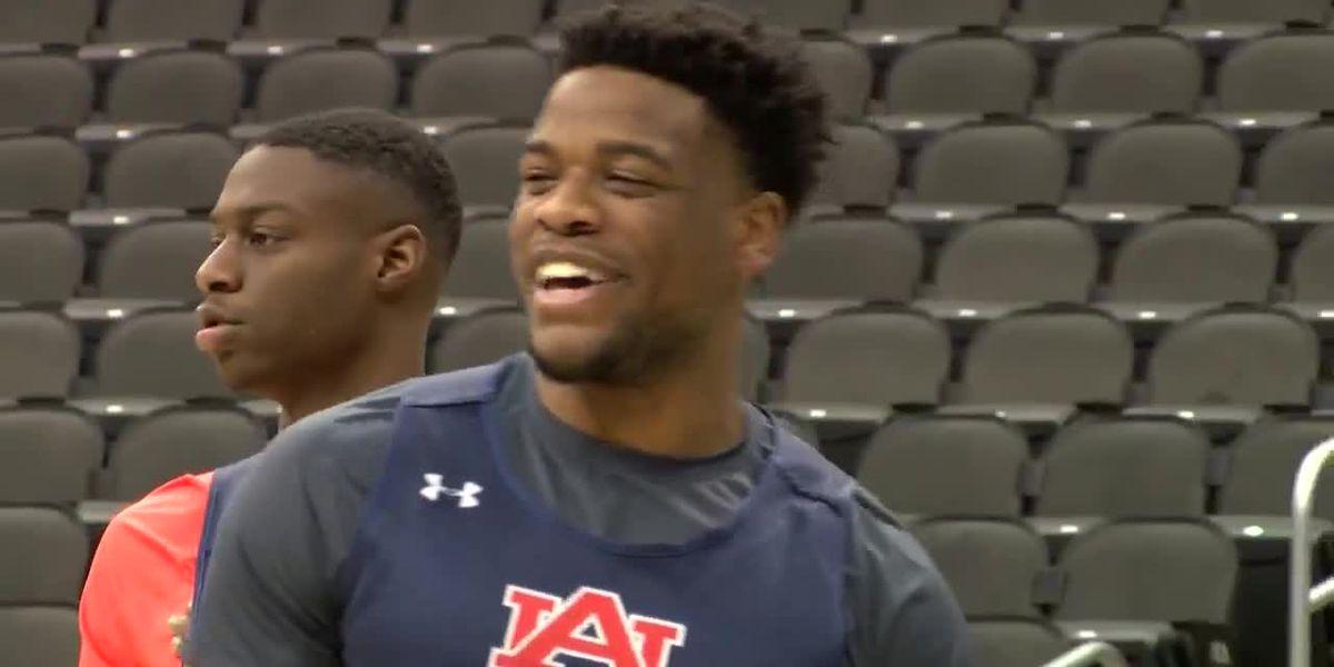 Auburn leans on Malik Dunbar to help calm team before games