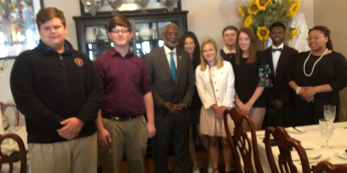 Former surgeon general visits his hometown of Anniston