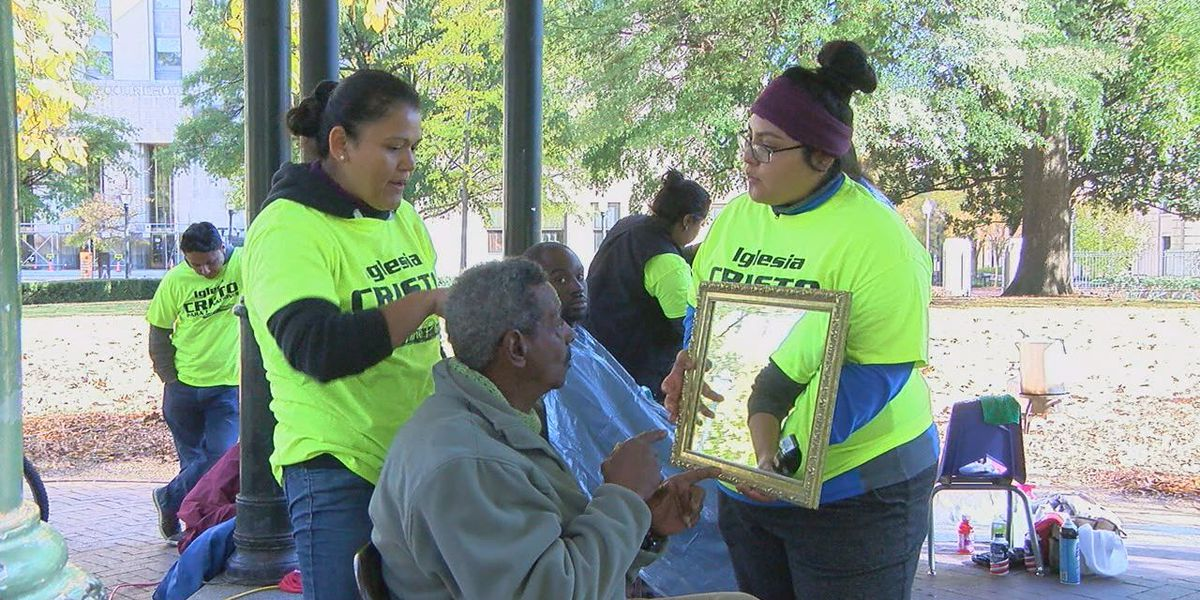 Clay church volunteers help homeless at Linn Park