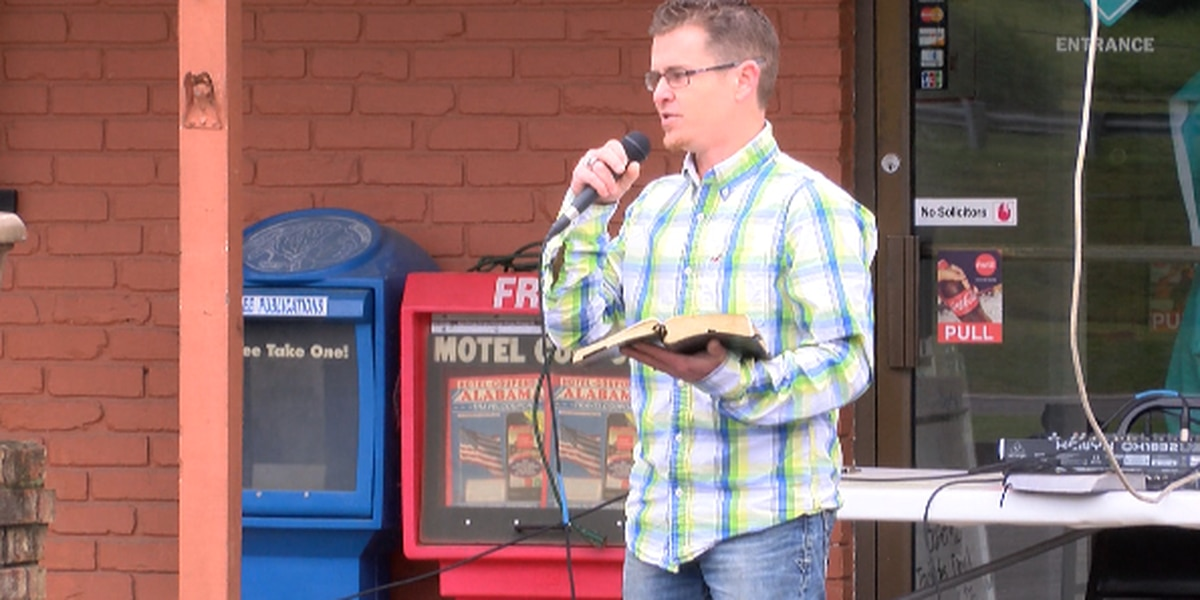 Restaurant hosts church service in parking lot