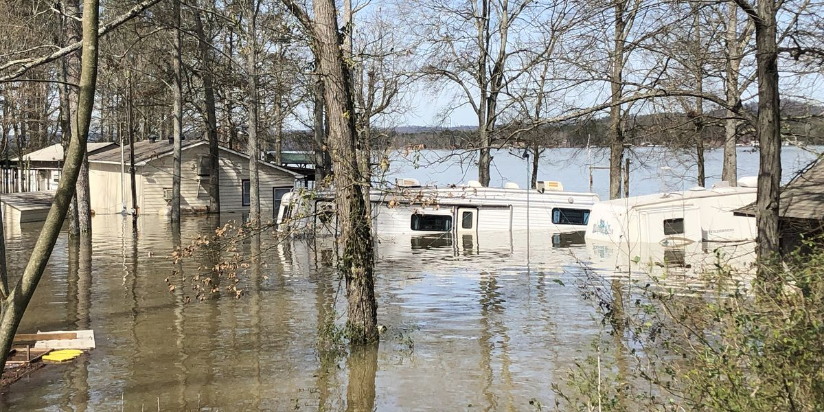 Weiss Lake flooding brings looting, devastation, heartache