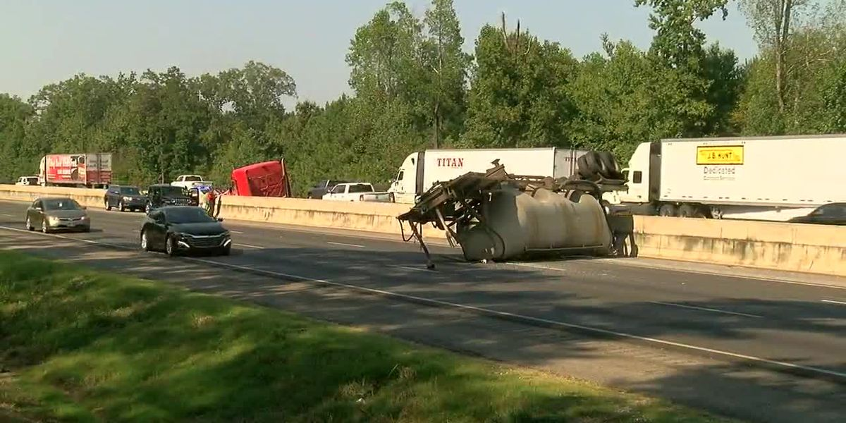 Tractor trailer loses load near Mercedes plant in Tuscaloosa County